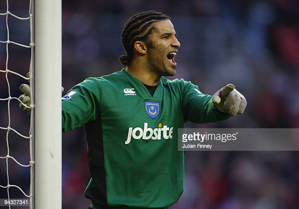 David James goalkeeper of Portsmouth gives instructions during the Barclays Premier League match between Sunderland and Portsmouth at the Stadium of...