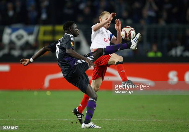 David Jarolim of Hamburg and Cheikhou Kouyate of Anderlecht in action during the UEFA Europa League round of 16 second leg match between RSC...