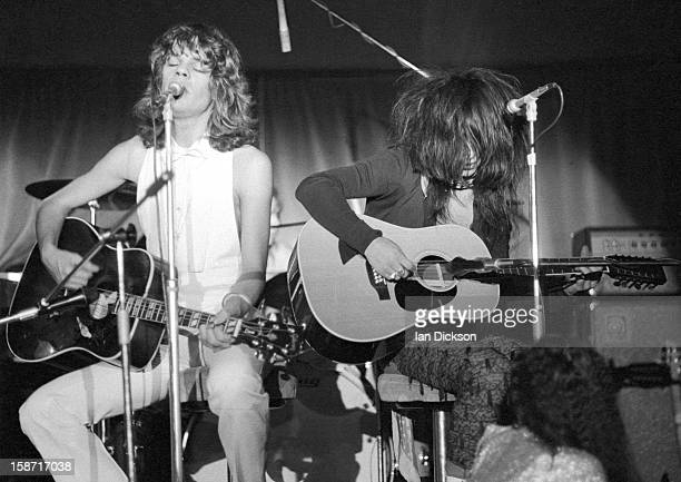 David Johansen and Johnny Thunders of New York Dolls perform on stage at the Rainbow Room at the fashion store Biba in Kensington London on 26th...