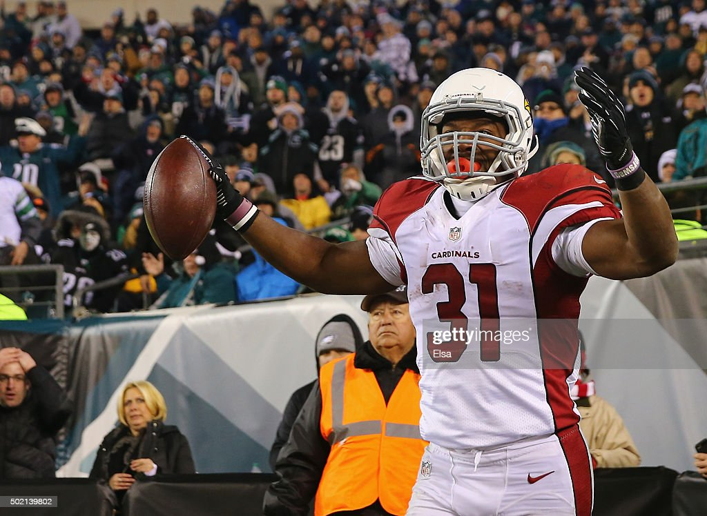 David Johnson #31 of the Arizona Cardinals celebrates a touchdown in the second quarter against the Philadelphia Eagles at Lincoln Financial Field on December 20, 2015 in Philadelphia, Pennsylvania.