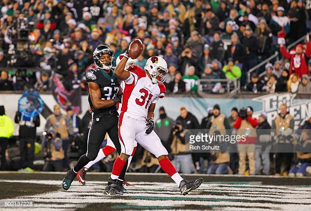 David Johnson of the Arizona Cardinals celebrates his twoyard touchdown run in the first quarter against the Philadelphia Eagles at Lincoln Financial...