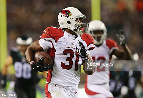 David Johnson of the Arizona Cardinals runs the ball in for a touchdown in the second quarter against the Philadelphia Eagles at Lincoln Financial...