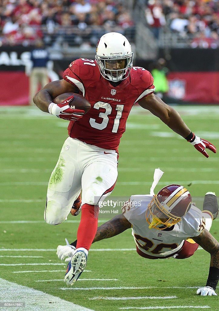 David Johnson #31 of the Arizona Cardinals runs with the ball while avoiding a diving tackle by Su'a Cravens #36 of the Washington Redskins at University of Phoenix Stadium on December 4, 2016 in Glendale, Arizona.