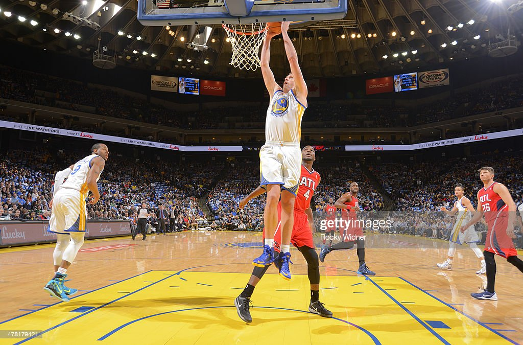 David Lee #10 of the Golden State Warriors dunks against the Atlanta Hawks on March 7, 2014 at Oracle Arena in Oakland, California.
