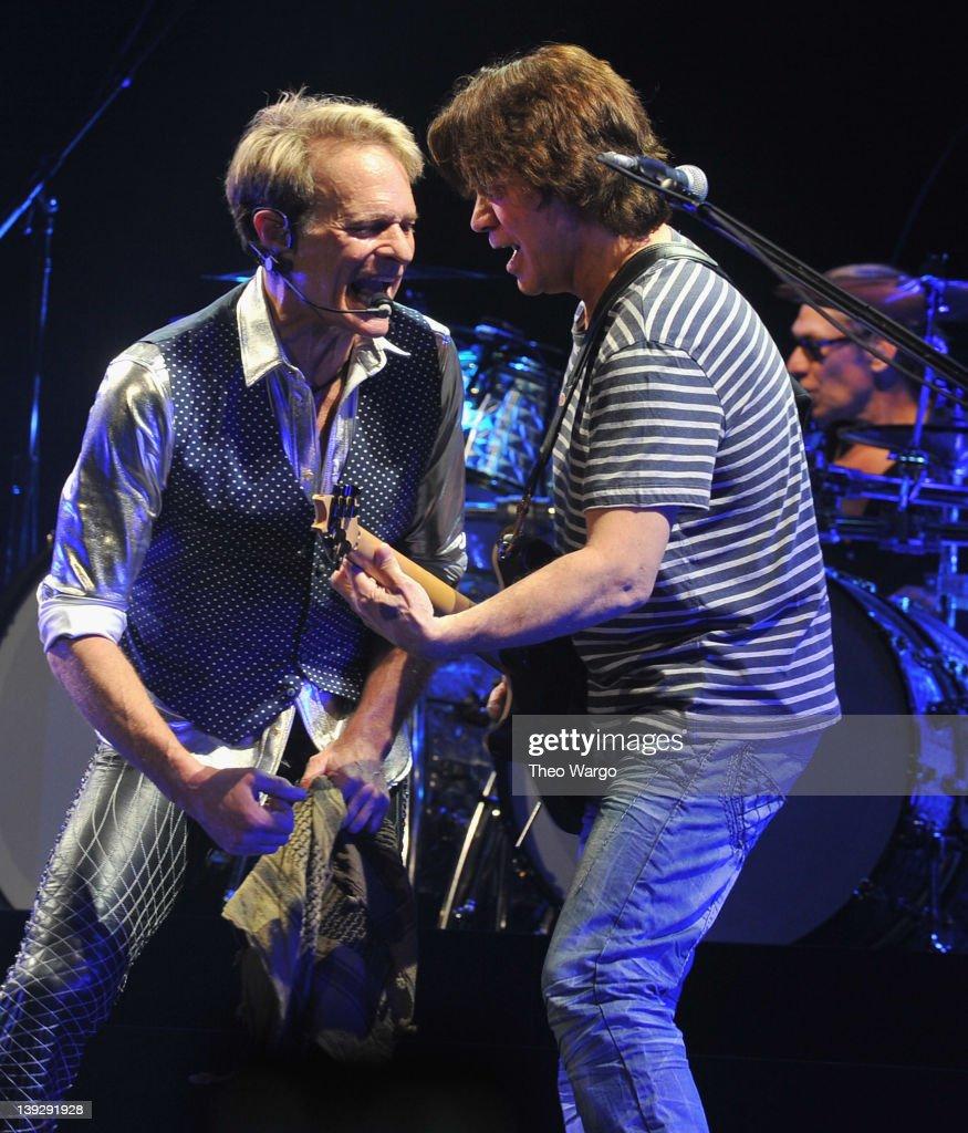 "Van Halen ""A Different Kind of Truth"" Tour Opener - Louisville"