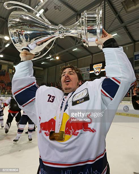 David Leggio of Muenchen poses with the trophy after winning the DEL playoffs final game four between Grizzlys Wolfsburg and Red Bull Muenchen at Eis...