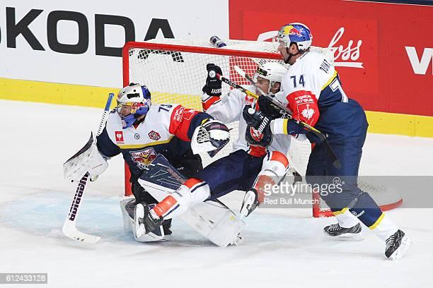 David Leggio of Munich, Geoff Platt of Vaxjo and Deron Quint of Munich during the Champions Hockey League Round of 32 match between Red Bull Munich...