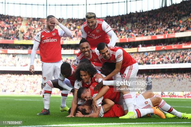 David Luiz celebrates his goal with Nicolas Pepe PierreEmerick Aubameyang Granit Xhaka and Dani Ceballos during the Premier League match between...