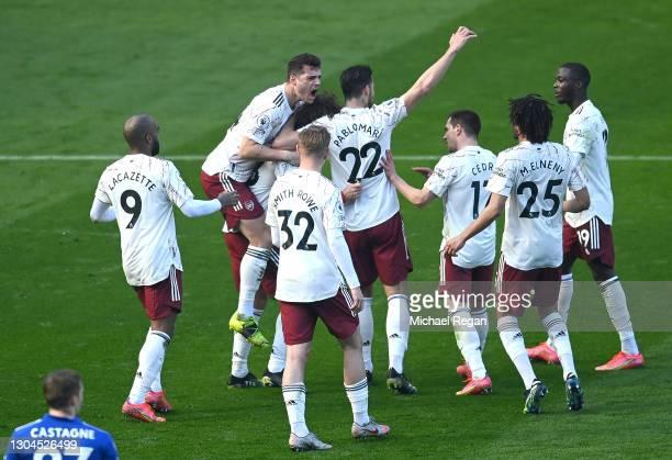 David Luiz of Arsenal celebrates with teammates Alexandre Lacazette, GranitXhaka, Emile Smith Rowe, Pablo Mari, Cedric Soares, Mohamed Elneny and...