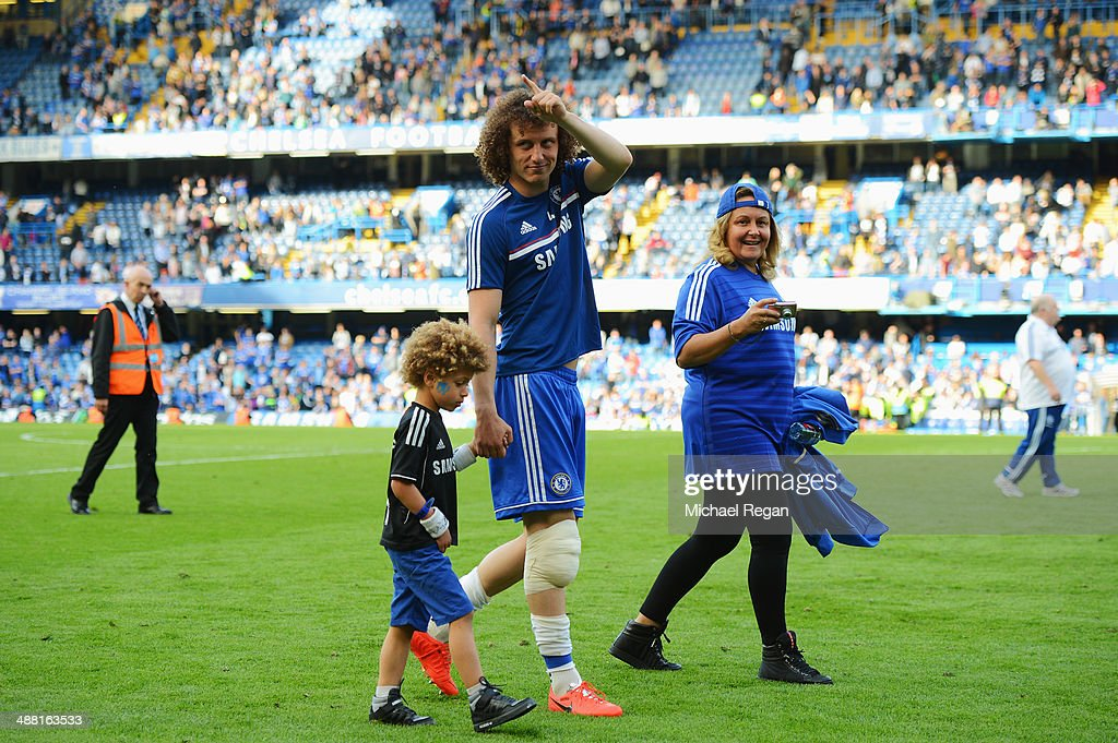 David Luiz of Chelsea acknowledges the crowd following the Barclays Premier League match between Chelsea and Norwich City at Stamford Bridge on May 4, 2014 in London, England.