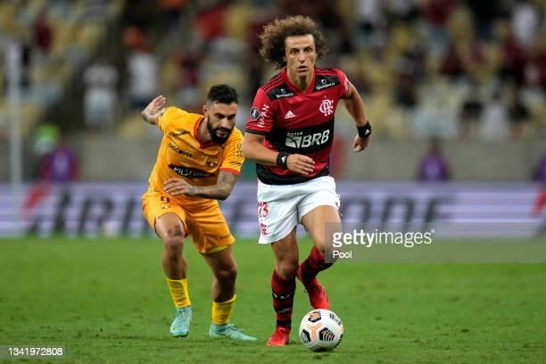David Luiz of Flamengo controls the ball against Gonzalo Mastriani of Barcelona SC during a semi final first leg match between Flamengo and Barcelona...