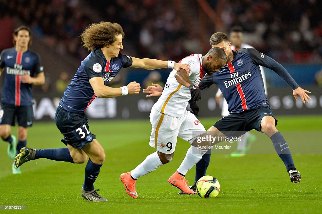 David Luiz of Paris Saint-Germain and Vagner Love of AS Monaco fight for the ball during the French Ligue 1 match between Paris Saint-Germain and AS Monaco at Parc des Princes on March 20, 2016 in Paris, France.
