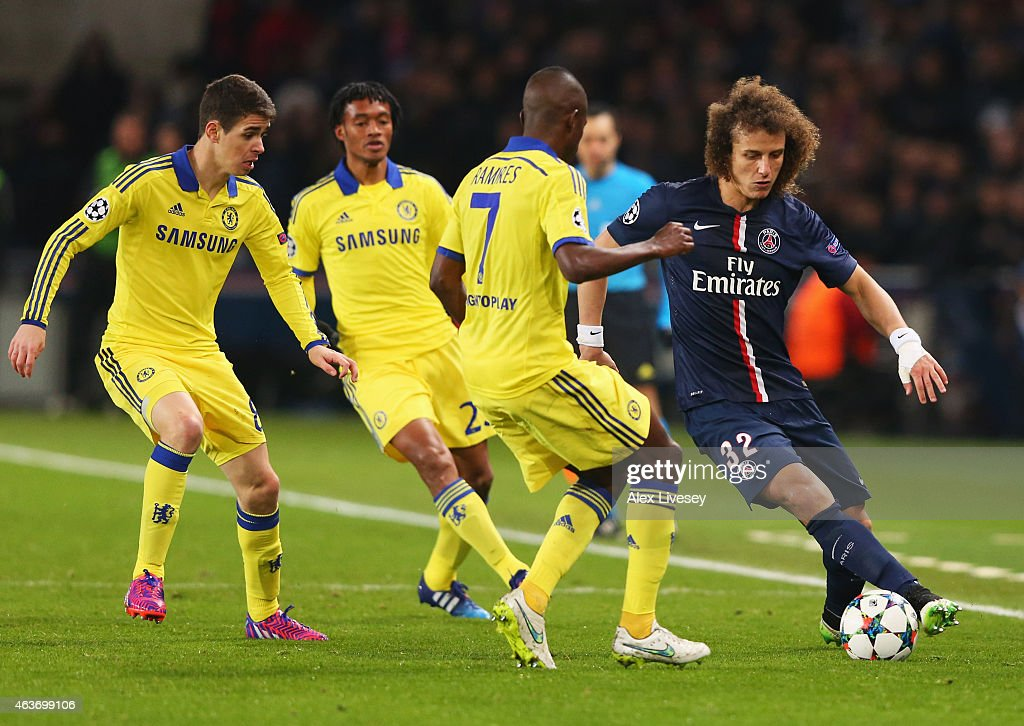 David Luiz of Paris Saint-Germain is watched by Oscar (L), Juan Cuadrado (2L) and Ramires of Chelsea (3L) during the UEFA Champions League Round of 16 match between Paris Saint-Germain and Chelsea at Parc des Princes on February 17, 2015 in Paris, France.