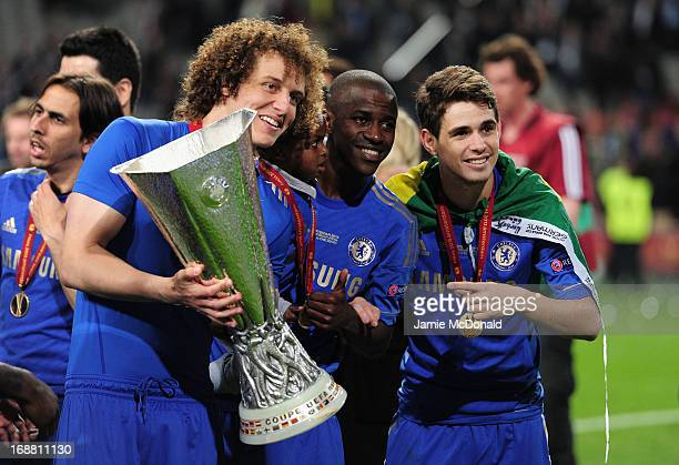 David Luiz Ramires and Oscar of Chelsea pose with trophy during the UEFA Europa League Final between SL Benfica and Chelsea FC at Amsterdam Arena on...