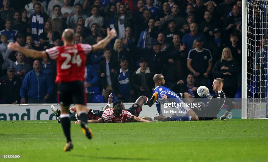 David McGoldrick of Ipswich scores the fourth goal for his team during the Sky Bet Championship match between Ipswich Town and Sunderland at Portman Road on September 26, 2017 in Ipswich, England.