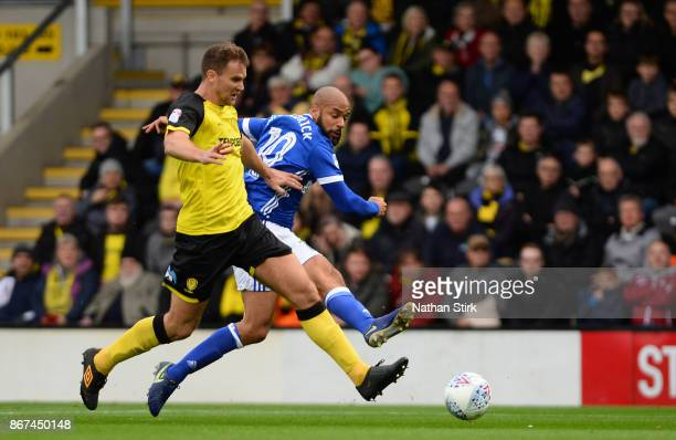 David McGoldrick of Ipswich shoots at goal during the Sky Bet Championship match between Burton Albion and Ipswich Town at Pirelli Stadium on October...
