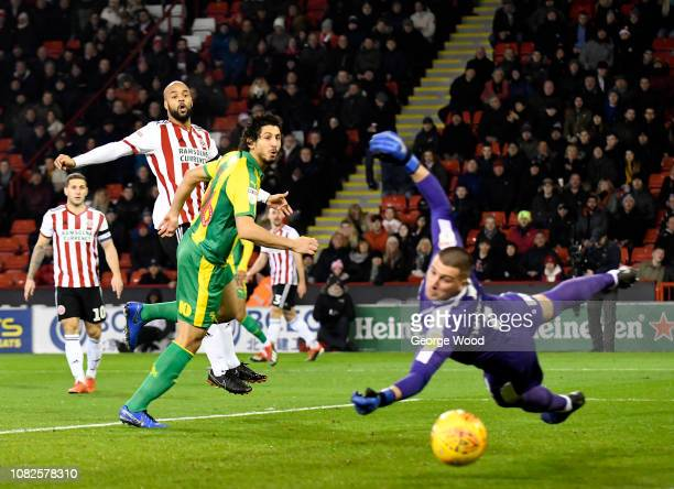 David McGoldrick of Sheffield United shoots pass goalkeeper Sam Johnstone of West Bromwich Albion but effort goes wide during the Sky Bet...