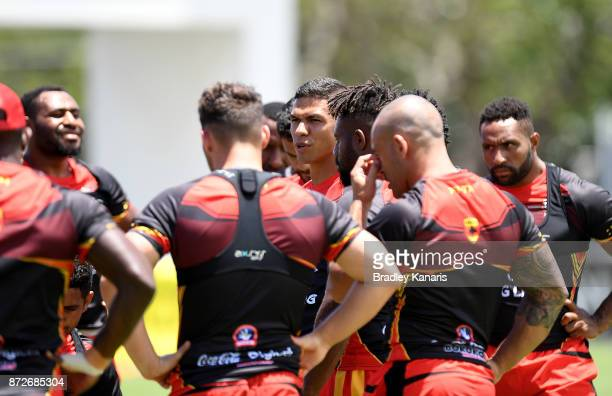 David Mead talks to his players during a PNG Kumuls Rugby League World Cup captain's run on November 11 2017 in Port Moresby Papua New Guinea