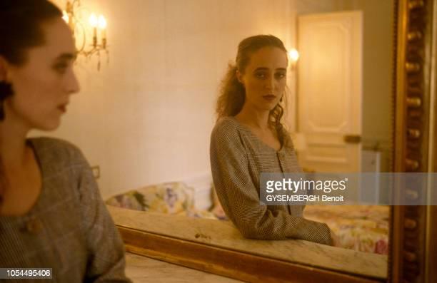David Mellor ministre anglais du Patrimoine obligé de démissionner à cause de son aventure avec l'actrice Antonia DE SANCHA Plan moyen de la jeune...