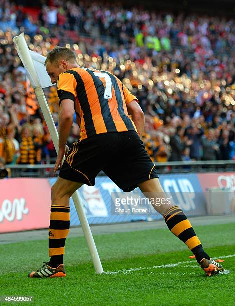 David Meyler of Hull City celebrates scoring their fifth goal during the FA  Cup with Budweiser 98ec63e28