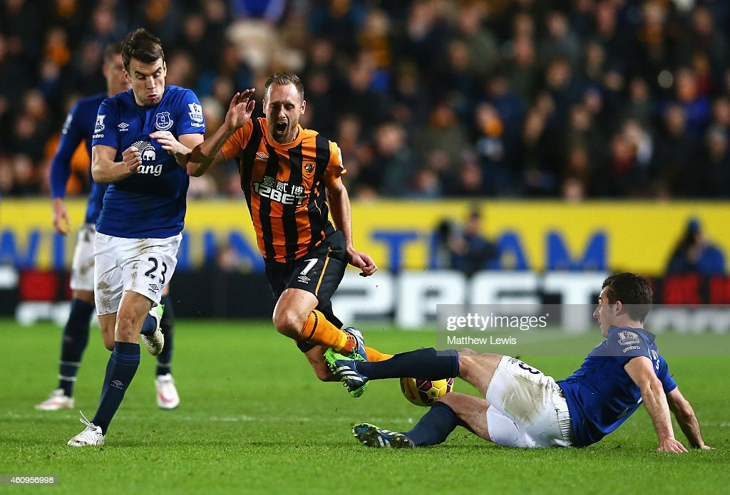 David Meyler of Hull City is tackled by Seamus Coleman (L) and Leighton Baines of Everton during the Barclays Premier League match between Hull City and Everton at KC Stadium on January 1, 2015 in Hull, England.