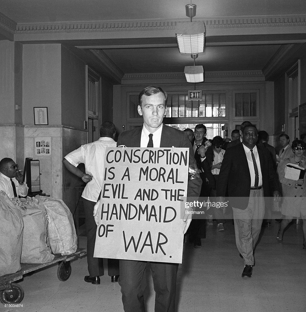 David Miller Holding a Sign : News Photo