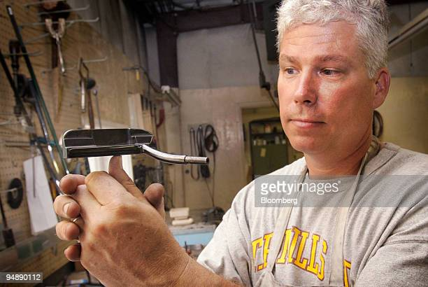 David Mills demonstrates the perfect balance of a TP Mills handmilled golf putter at his workshop in Tuscaloosa Alabama US on Thursday May 29 2008...