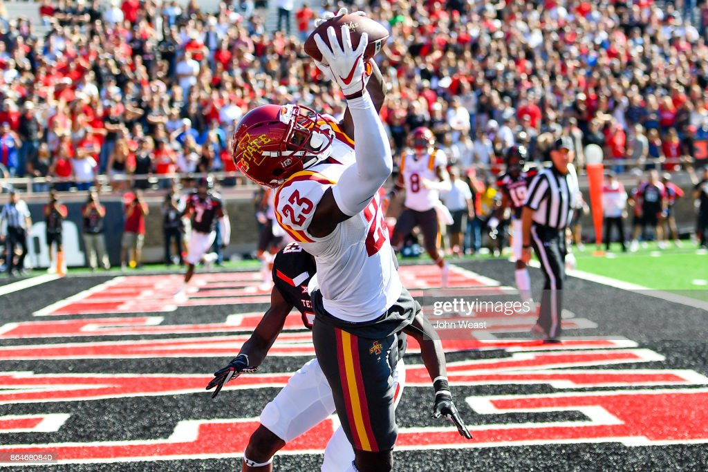 David Montgomery #32 of the Iowa State Cyclones makes the catch for a touchdown during the game against the Texas Tech Red Raiders on October 21, 2017 at Jones AT&T Stadium in Lubbock, Texas.