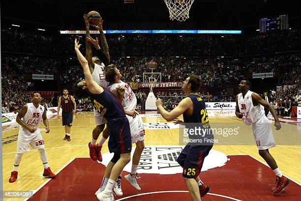 David Moss, #34 of EA7 Emporio Armani Milan in action during the 2013-2014 Turkish Airlines Euroleague Top 16 Date 13 game between EA7 Emporio Armani...