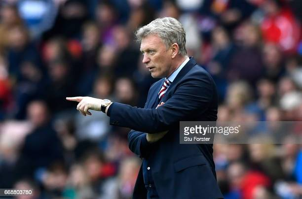 David Moyes Manager of Sunderland gives his team instructions during the Premier League match between Sunderland and West Ham United at Stadium of...
