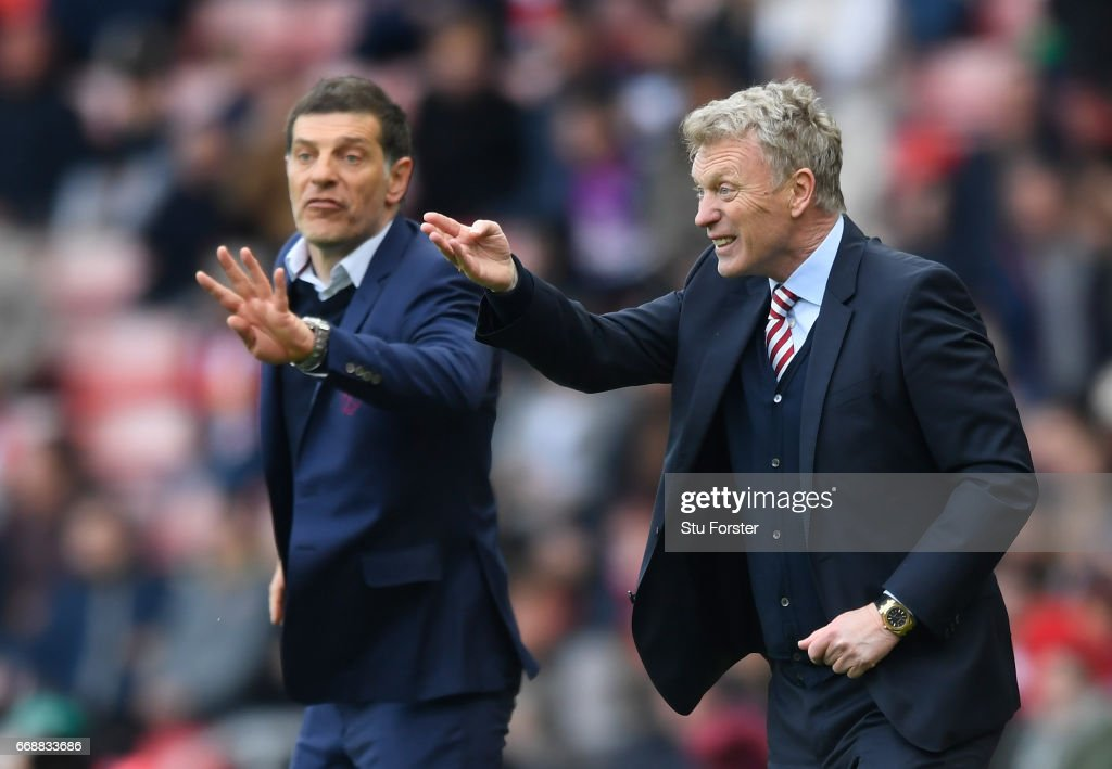 David Moyes, Manager of Sunderland (R) gives his team instructions during the Premier League match between Sunderland and West Ham United at Stadium of Light on April 15, 2017 in Sunderland, England.