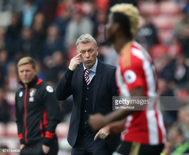 David Moyes Manager of Sunderland gives instructions with Eddie Howe Manager of AFC Bournemouth during the Premier League match between Sunderland...