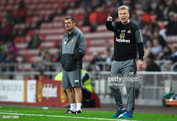 David Moyes Manager of Sunderland gives instructions with Robbie Stockdale during the EFL Cup second round match between Sunderland and Shrewsbury...
