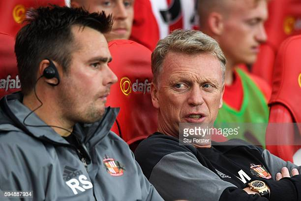 David Moyes Manager of Sunderland talks to coach Robbie Stockdale during the EFL Cup second round match between Sunderland and Shrewsbury Town at...