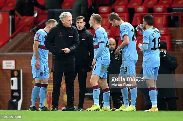 David Moyes, Manager of West Ham talks to Jarrod Bowen of West Ham and teammates during The Emirates FA Cup Fifth Round match between Manchester...