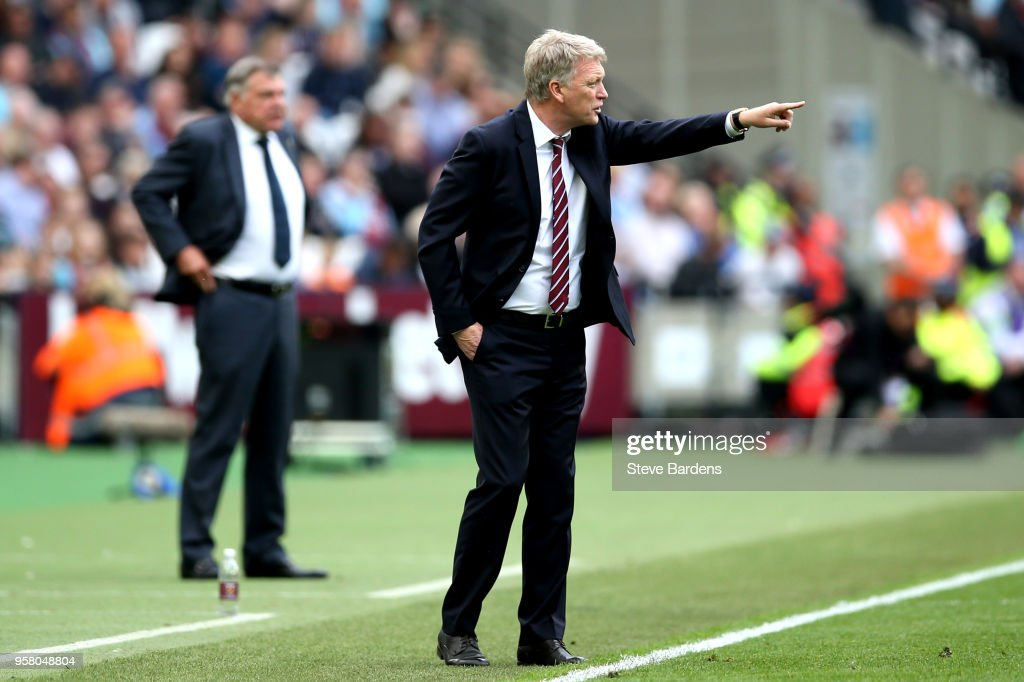 David Moyes, Manager of West Ham United gives instruction to his team during the Premier League match between West Ham United and Everton at London Stadium on May 13, 2018 in London, England.