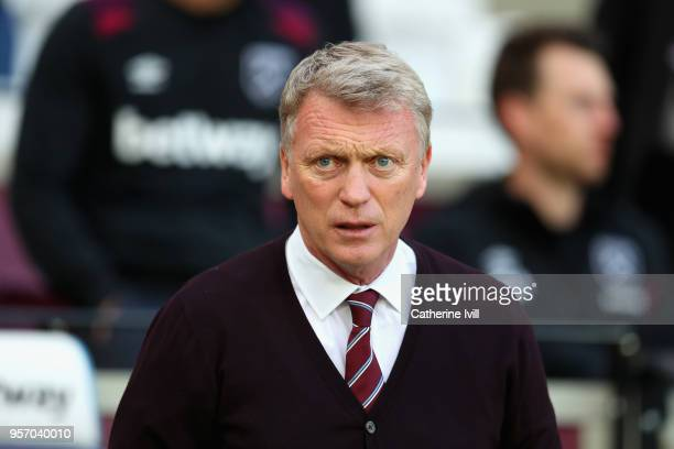 David Moyes Manager of West Ham United looks on prior to the Premier League match between West Ham United and Manchester United at London Stadium on...