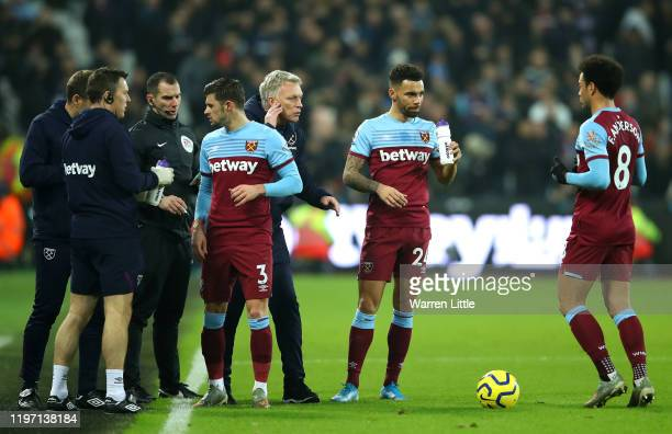 David Moyes , manager of West Ham United speaks with Felipe Anderson of West Ham United during the Premier League match between West Ham United and...