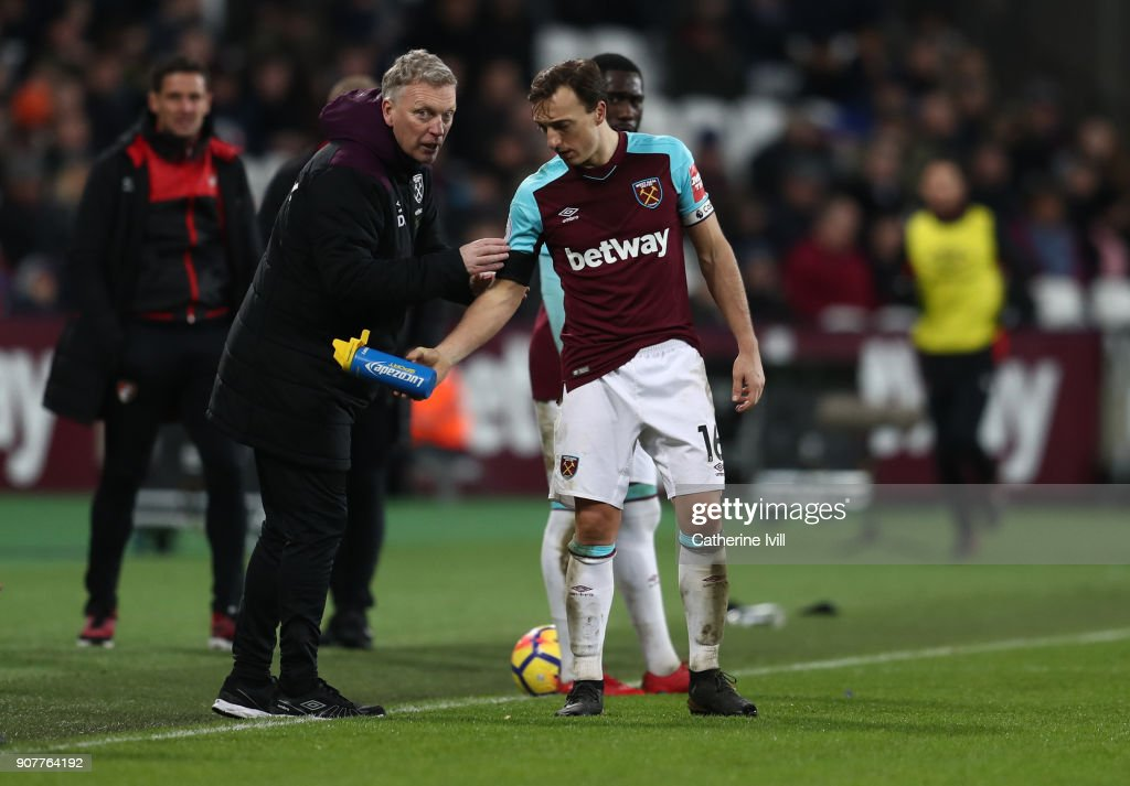 David Moyes manager of West Ham United talks to Mark Noble of West Ham United during the Premier League match between West Ham United and AFC Bournemouth at London Stadium on January 20, 2018 in London, England.