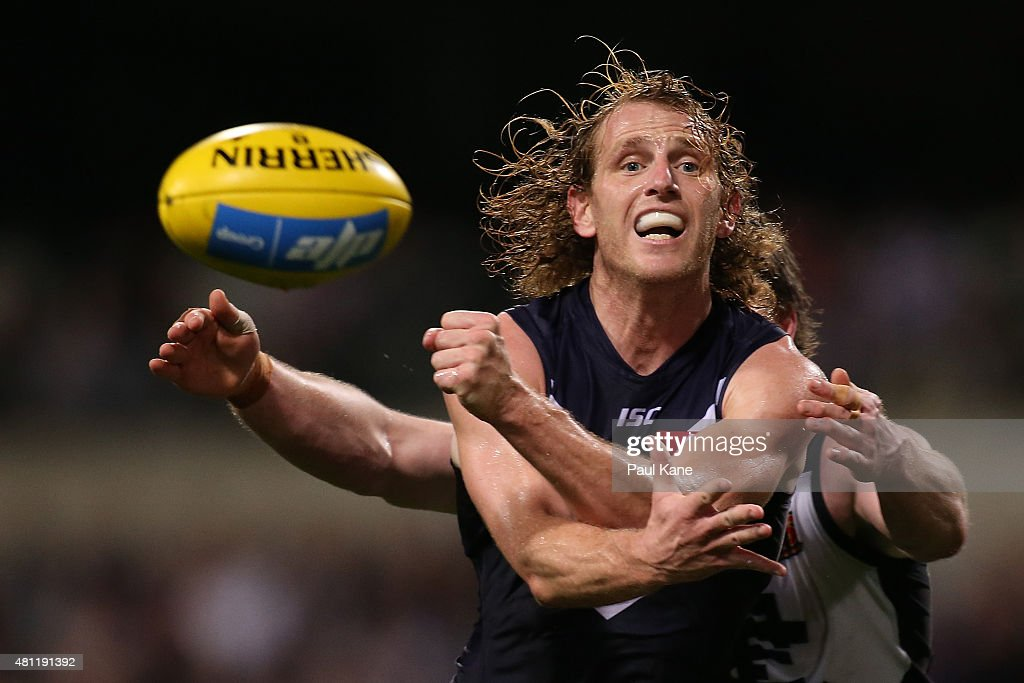 David Mundy of the Dockers handballs during the round 16 AFL match between the Fremantle Dockers and the Carlton Blues at Domain Stadium on July 18, 2015 in Perth, Australia.