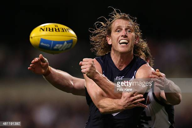 David Mundy of the Dockers handballs during the round 16 AFL match between the Fremantle Dockers and the Carlton Blues at Domain Stadium on July 18...