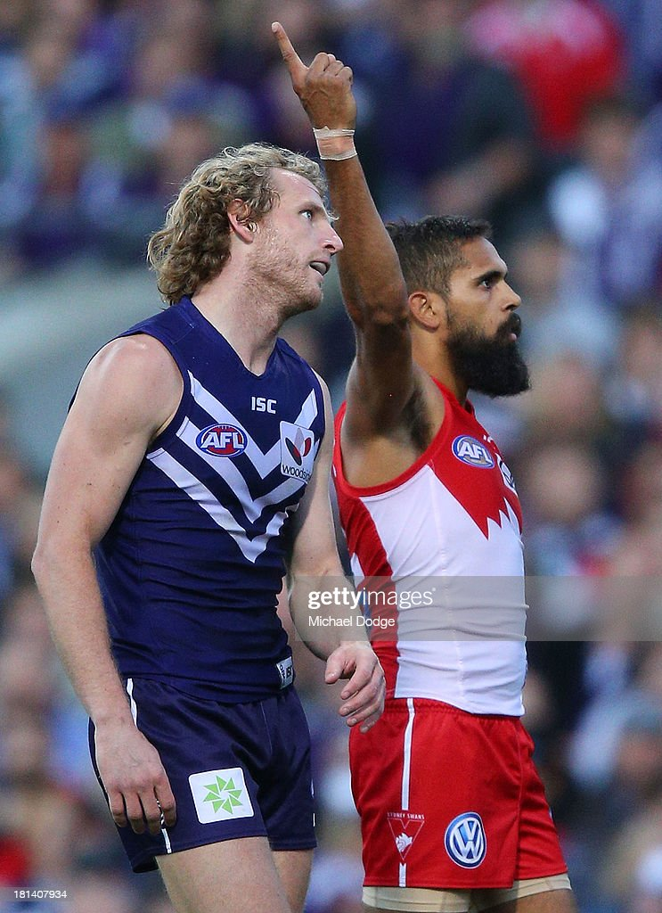 David Mundy of the Dockers reacts as Lewis Jetta of the Swans celebrates a goal during the AFL Second Preliminary Final match between the Fremantle Dockers and the Sydney Swans at Patersons Stadium on September 21, 2013 in Perth, Australia.
