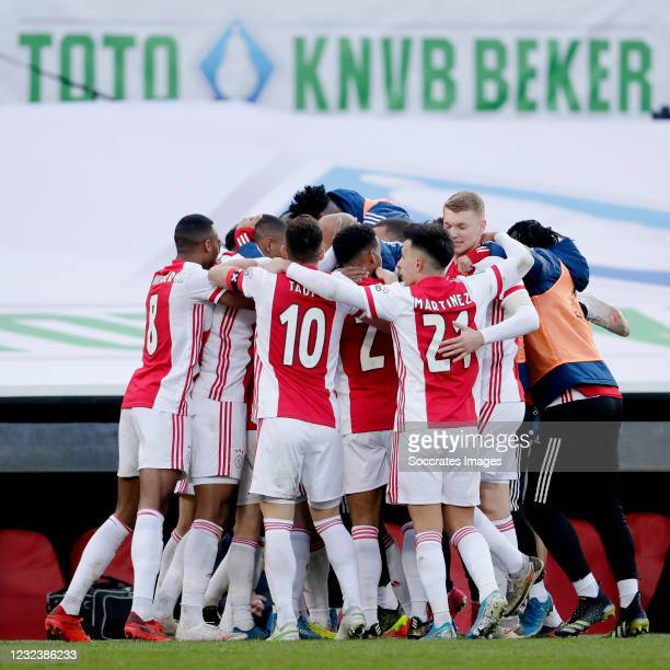 David Neres of Ajax celebrates 2-1 with Ryan Gravenberch of Ajax, Dusan Tadic of Ajax, Jurrien Timber of Ajax, Lisandro Martinez of Ajax, Perr...