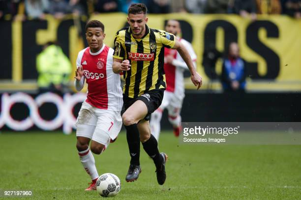 David Neres of Ajax Matt Miazga of Vitesse during the Dutch Eredivisie match between Vitesse v Ajax at the GelreDome on March 4 2018 in Arnhem...
