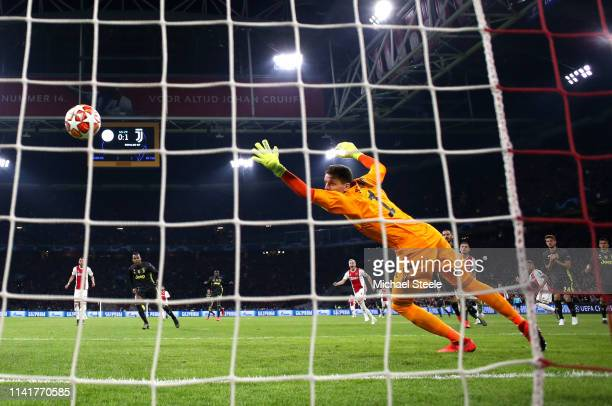 David Neres of Ajax scores his team's first goal past Wojciech Szczesny of Juventus during the UEFA Champions League Quarter Final first leg match...