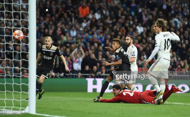 David Neres of Ajax scores his team's second goal during the UEFA Champions League Round of 16 Second Leg match between Real Madrid and Ajax at...