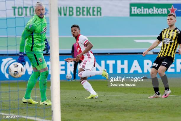 David Neres of Ajax scores the third goal to make it 2-1, Remko Pasveer of Vitesse during the Dutch KNVB Beker match between Ajax v Vitesse at the...
