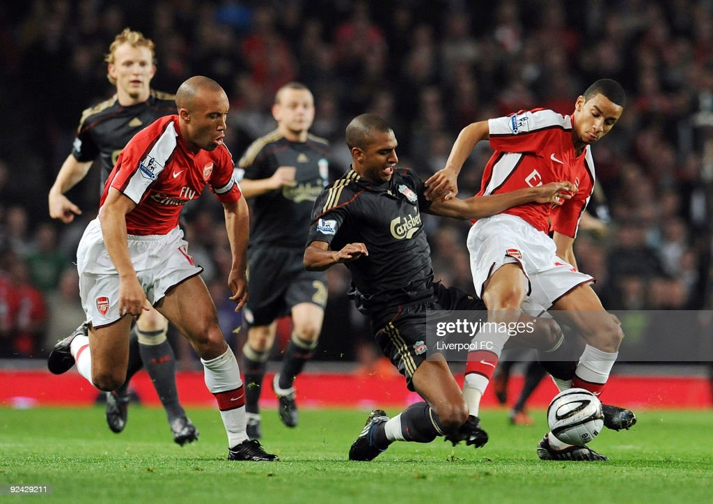 David Ngog (C) of Liverpool competes with Mikael Silvestre (L) and Craig Eastmond (R) both of Arsenal during the match between LiverpooL FC and Arsenal during the Carling Cup Fourth round at Emirates Stadium on October 28, 2009 in London, England.