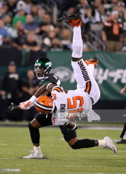 David Njoku of the Cleveland Browns falls after failing to make a catch in the first quarter against Frankie Luvu of the New York Jets at MetLife...