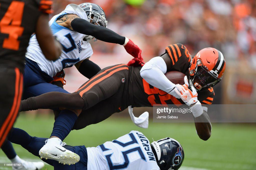 Tennessee Titans v Cleveland Browns : News Photo
